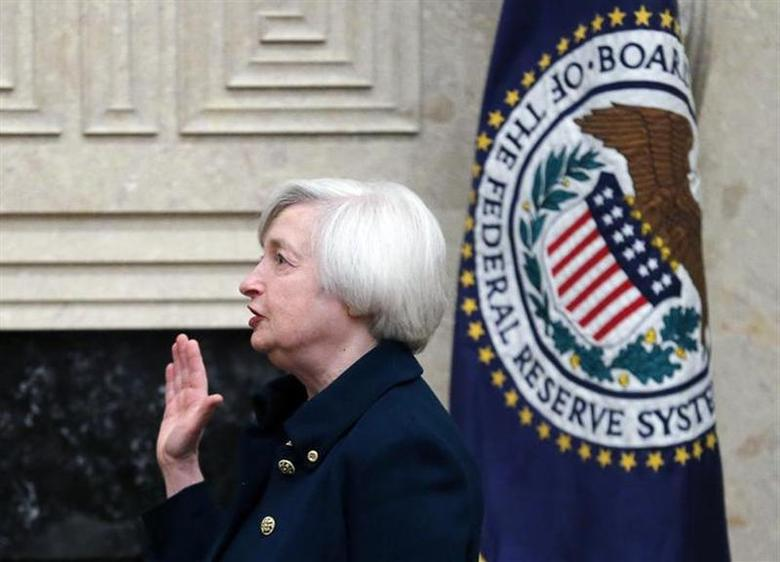 Federal Reserve Board Chairwoman Janet Yellen takes the oath of office as the new chair of the Federal Reserve Board of Governors at the Federal Reserve Board headquarters in Washington, February 3, 2014. REUTERS/Jim Bourg