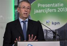 Eelco Blok, directeur général de KPN. L'opérateur télécoms néerlandais affiche mardi un résultat courant du quatrième trimestre plus mauvais que prévu, en raison de l'accélération de la baisse du chiffre d'affaires de l'activité de téléphonie mobile sur son marché intérieur. /Photo prise le 4 février 2014/REUTERS/Michael Kooren