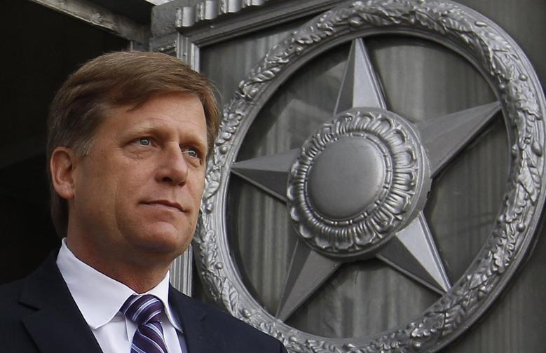 U.S. Ambassador Michael McFaul walks outside as he leaves the Russian Foreign Ministry headquarters in Moscow, May 15, 2013. REUTERS/Maxim Shemetov