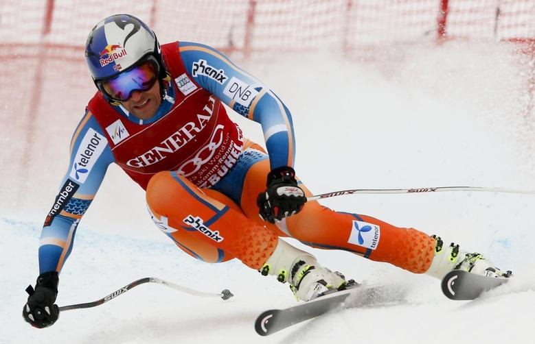 Aksel Lund Svindal of Norway speeds down the famous Streif course during the men's Super G of the FIS Alpine Skiing World Cup at the Hahnenkamm mountain of the Austrian alpine skiing resort Kitzbuehel January 26, 2014. REUTERS/Wolfgang Rattay