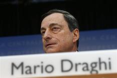 Le président de la BCE Mario Draghi. La Banque centrale européenne n'a pas modifié ses taux directeurs jeudi, ce qui était prévu, tout en se disant toujours prête à agir dans la mesure où les remous des marchés émergents pourraient, à son sens, affecter la zone euro. /Photo prise le 6 février 2014/REUTERS/Ralph Orlowski
