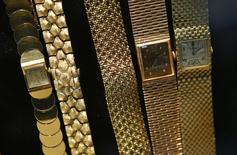 Le marché français de l'horlogerie-bijouterie, plombé par la crise, a accusé en 2013 sa plus forte baisse depuis 10 ans, affichant un recul de 4% en valeur à 5,1 milliards d'euros, selon les chiffres le comité professionnel Francéclat. /Photo d'archives/REUTERS/Mike Segar