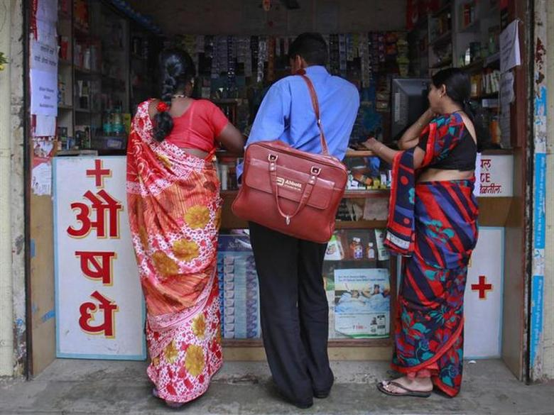 A medical representative talks to a chemist at a market in Pune August 27, 2012. Picture taken August 27, 2012. REUTERS/Danish Siddiqui/Files