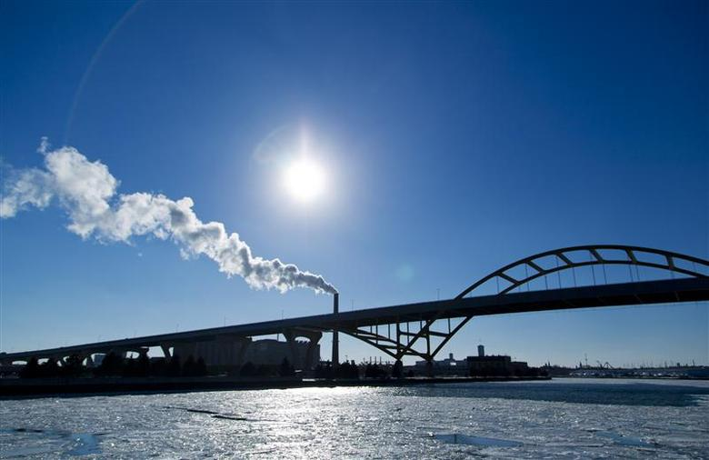 Hundreds of thousands lose power after U.S. Northeast...