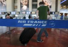 Le trafic passagers d'Air France-KLM a augmenté de 3,8% en janvier, soutenu notamment par le dynamisme de la zone Amériques. /Photo d'archives/REUTERS/Eric Gaillard