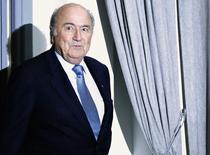Presidente da Fifa, Joseph Blatter, ao chegar para coletiva de imprensa durante o Mundial de Clubes, em Marrakech. Blatter disse nesta sexta-feira que está pronto para um quinto mandato à frente da entidade mundial se receber apoio das associações de futebol. 19/12/2013. REUTERS/Amr Abdallah Dalsh