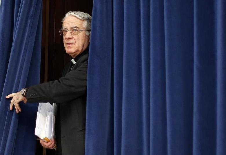 Vatican spokesman Father Federico Lombardi arrives to present Evangelii Gaudium (The Joy of the Gospel) from Pope Francis, during a news conference in Vatican November 26, 2013. REUTERS/Alessandro Bianchi