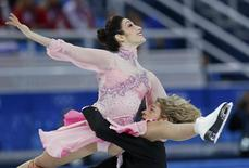 Meryl Davis (top) and Charlie White of the U.S. compete during the figure skating team ice dance short dance at the Sochi 2014 Winter Olympics, February 8, 2014. REUTERS/Alexander Demianchuk