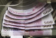 La Banque de France table sur une croissance de 0,2% de l'économie française au premier trimestre 2014, selon une première estimation fondée sur son enquête mensuelle de conjoncture de janvier. Cette prévision est identique à celle faite pour les trois premiers mois de l'année par l'Insee. /Photo d'archives/REUTERS/Thierry Roge