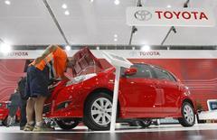 Toyota va cesser de produire des voitures et des moteurs en Australie à compter de 2017, emboîtant ainsi le pas à General Motors et Ford qui avaient annoncé l'an dernier leur retrait du pays. /Photo d'archives/REUTERS/Tim Wimborne