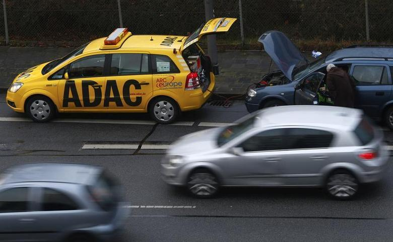 A breakdown service car of German car club ADAC parks in front of a stalled car in Ruesselsheim February 10, 2014. REUTERS/Ralph Orlowski
