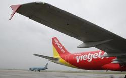 La compagnie aérienne viêtnamienne VietJetAir a commandé jusqu'à 100 avions Airbus pour développer son offre sur un marché asiatique du low-cost en plein essor. La commande, signée à l'occasion du Salon aéronautique de Singapour, comprend l'achat ferme de 63 appareils, 30 avions en option et le solde en leasing. /Photo d'archives/REUTERS/Kham