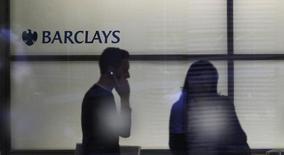 Barclays s'attend à supprimer entre 10.000 et 12.000 emplois cette année, dont environ 7.000 au Royaume-Uni. /Photo d'archives/REUTERS/Andrew Winning