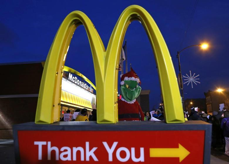 A protestor dressed up as the fictional character the ''Grinch'' demonstrates outside a McDonald's restaurant in Chicago, Illinois, December 5, 2013. REUTERS/Jim Young