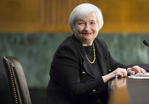 Yellen, facing testy Congress, stays 'sensible' and keeps cool