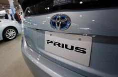 Toyota a annoncé mercredi le rappel de 1,9 million de Prius à l'échelle mondiale en raison d'un problème de programmation décelé dans un logiciel de pilotage du système hybride. Aucun accident lié à ce problème n'a été signalé pour le moment. /Photo d'archives/REUTERS/Yuriko Nakao