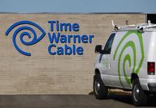 Le câblo-opérateur américain Comcast confirme jeudi son projet de fusion avec son concurrent Time Warner Cable pour environ 42,5 milliards de dollars (31,1 milliards d'euros) dans le cadre d'une transaction par échange d'actions. /Photo d'archives/REUTERS/Mike Blake