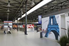Le Terminal 3 de l'aéroport de Roissy, exploité par ADP. Le trafic passagers d'Aéroports de Paris a augmenté de 5,6% en janvier 2014, comparé à janvier 2013 qui avait pâti de mauvaises conditions météorologiques. /Photo d'archives/REUTERS/Mal Langsdon
