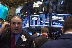 La Bourse de New York a fini en hausse de 0,40% jeudi, l'indice Dow Jones gagnant 63,65 points à 16.027,59. Le S&P-500, plus large, a pris 0,58%, à 1.829,83. Le Nasdaq Composite a avancé de son côté de 0,94% à 4.240,67, sa sixième séance consécutive de hausse. /Photo d'archives/REUTERS/Brendan McDermid