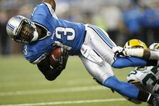 Detroit Lions wide receiver Nate Burleson is tackled by Green Bay Packers defensive back Sam Shields (R) after a pass reception in the first half of their annual Thanksgiving NFL football game in Detroit, Michigan, November 24, 2011. REUTERS/Rebecca Cook