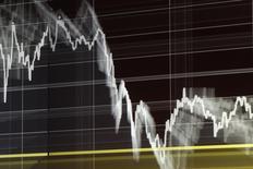 График динамики индекса Варшавской фондовой биржи 16 октября 2013 года. Отток средств из ориентированных на РФ фондов сохраняется более двух месяцев, но за последнюю неделю он существенно уменьшился, как и с развивающихся рынков в целом, следует из отчета EPFR Global, на который ссылаются Уралсиб Кэпитал и Ренессанс Капитал. REUTERS/Kacper Pempel