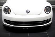 The Volkswagen logo is displayed on a 2014 Beetle TDI during the North American International Auto Show in Detroit, Michigan January 15, 2014. REUTERS/Joshua Lott