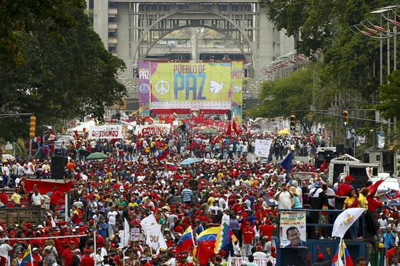 Supporters of Venezuelan President Nicolas Maduro march in support of the government and to call for peace after the recent deadly violence following street protests, in Caracas February 15, 2014. REUTERS-Carlos Garcia Rawlins
