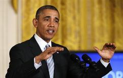 El presidente Barack Obama firmó el sábado una legislación que eleva el límite del endeudamiento de Estados Unidos hasta marzo del 2015, retirando del escenario un tema políticamente volátil para las elecciones del nuevo Congreso en próximo noviembre. REUTERS/Kevin Lamarque (UNITED STATES - Tags: POLITICS BUSINESS EMPLOYMENT)