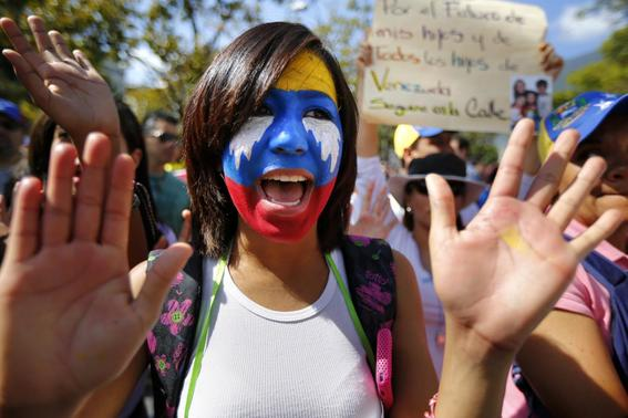 An opposition demonstrator shouts slogans during a protest against President Nicolas Maduro's government in Caracas February 16, 2014. REUTERS-Jorge Silva