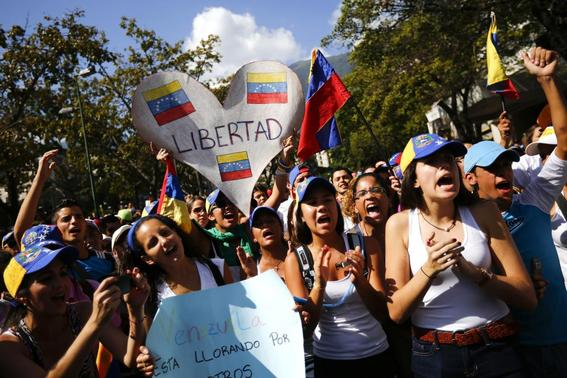 Opposition demonstrators shout slogans during a protest against President Nicolas Maduro's government in Caracas February 16, 2014. REUTERS-Jorge Silva
