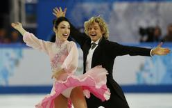 Meryl Davis and Charlie White of the U.S. compete during the Figure Skating Ice Dance Short Dance Program at the Sochi 2014 Winter Olympics, February 16 2014. REUTERS/Alexander Demianchuk