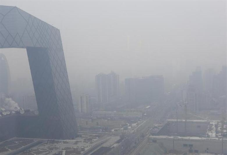 The China Central Television (CCTV) building is seen amid the heavy haze in Beijing's central business district, February 13, 2014. REUTERS/Jason Lee