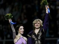 Meryl Davis and Charlie White of the U.S. celebrate in first place on the podium during the Figure Skating Ice Dance Free Dance Program at the Sochi 2014 Winter Olympics, February 17, 2014. REUTERS/Alexander Demianchuk