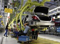 File photo of employees working on Mercedes-Benz S-class cars at the plant in Sindelfingen near Stuttgart January 24, 2014. REUTERS/Michaela Rehle/Files
