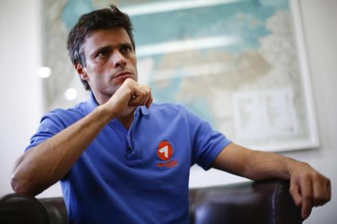 Venezuela opposition leader Lopez gives himself up