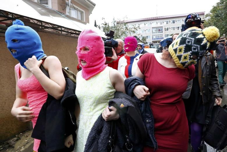 Pussy Riot members detained by police in Sochi