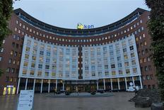 La sede de KPN en La Haya, feb 4 2014. - El regulador antimonopolio de la Unión Europea (UE) objetará formalmente en los próximos días la oferta de 8.600 millones de euros (11.830 millones de dólares) hecha por Telefónica para adquirir la unidad alemana de KPN, dijeron el martes dos personas con conocimiento del tema. REUTERS/Michael Kooren