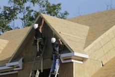 """Carpenter's work on installing fascia trimwork at a housing site at Mid-Atlantic Builders """"The Villages of Savannah"""" development in Brandywine, Maryland May 31, 2013. REUTERS/Gary Cameron"""