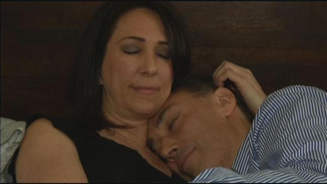 2月18日、ニューヨークで「添い寝セラピー」を本格的な職業として行う女性が現れ、注目を集めている。写真はロイターテレビの映像から(2014年 ロイター)