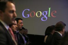 Pessoas participam de uma coletiva de imprensa no escritório central do Google em Nova York. A Renaissance Learning, uma startup de tecnologia de educação, disse nesta quarta-feira que o fundo de investimento do Google comprou uma participação minoritária na companhia, que avalia a empresa em 1 bilhão de dólares. 21/05/2012 REUTERS/Eduardo Munoz