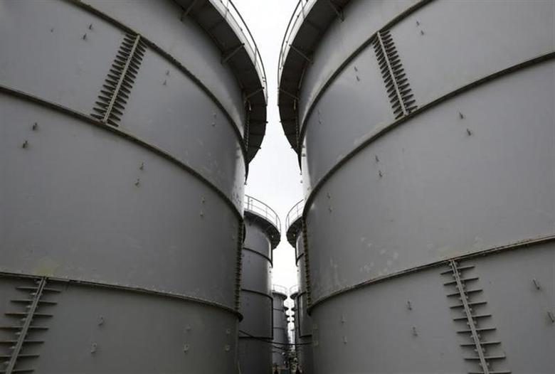 Storage tanks for radioactive water are seen in the H4 area at the tsunami-crippled Tokyo Electric Power Co's (TEPCO's) Fukushima Daiichi nuclear power plant in Fukushima prefecture November 7, 2013. REUTERS/Tomohiro Ohsumi/Pool/Files