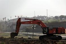L'action du groupe espagnol de construction Sacyr était en nette hausse en début de séance jeudi après l'annonce d'un accord permettant la reprise des travaux d'agrandissement du canal de Panama, au coeur d'un contentieux financier. /Photo prise le 12 février 2014/REUTERS/Carlos Jasso