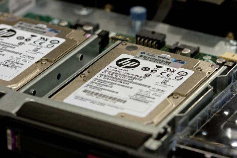 Hewlett-Packard ProLiant commercial data servers are assembled by workers at a company manufacturing facility in Houston November 19, 2013. REUTERS/Donna Carson
