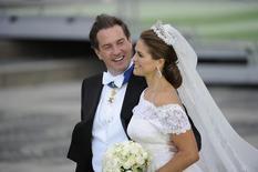 Sweden's Princess Madeleine and U.S.-British banker Christopher O'Neill leave Riddarholmen for a boat trip to Drottningholm Palace for their wedding dinner, after their wedding ceremony in the royal castle in Stockholm June 8, 2013. REUTERS/Erik Martensson/Scanpix