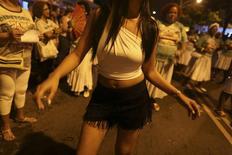 La bailarina Jessica Gomes de la escuela de samba Mocidade Independente Padre Miguel en un ensayo para el carnval de Río de Janeiro, feb 17 2014. Se buscan bailarinas en topless para el Carnaval. REUTERS/Pilar Olivares