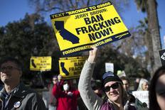 Kimberly Ramsey (R) protests fracking outside the State Capitol after Governor Jerry Brown delivered his State of the State address at the Capitol in Sacramento, California, January 22, 2014. REUTERS/Max Whittaker
