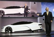 Tetsuo Iwamura, president and CEO of American Honda Motor Co. introduces the Honda FCEV Concept car during the 2013 Los Angeles Auto Show in Los Angeles, California November 20, 2013. REUTERS/Lucy Nicholson