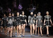 Models present creations from the Dolce&Gabbana Autumn/Winter 2014 collection during Milan Fashion Week February 23, 2014. REUTERS/Alessandro Garofalo
