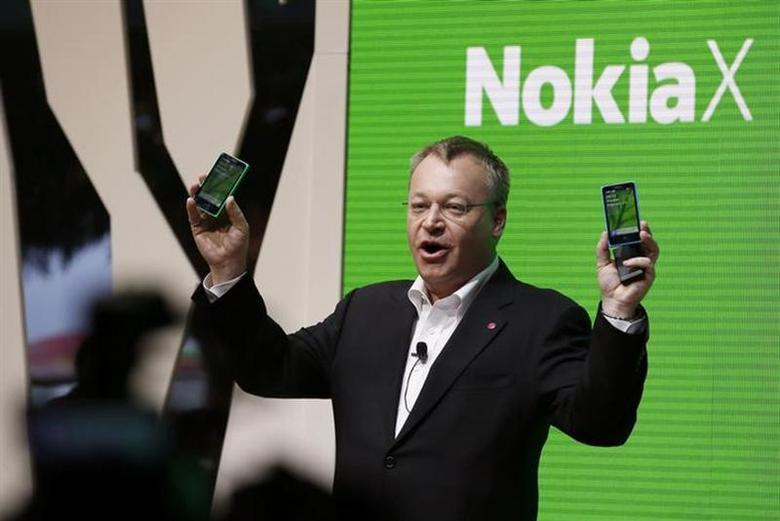 Nokia's Chief Executive Stephen Elop holds up the Nokia X at its unveiling at the Mobile World Congress in Barcelona, February 24, 2014. REUTERS/Gustau Nacarino