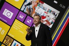 Le directeur général de Nokia Stephen Elop. Le groupe finlandais,sur le point de céder sa division téléphones portables à Microsoft, a présenté une nouvelle gamme fonctionnant avec Android, le système d'exploitation mobile de Google, dans l'espoir de se renforcer sur le marché des mobiles d'entrée de gamme. /Photo prise le 24 février 2014/REUTERS/Gustau Nacarino